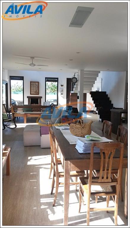 linda casa em loteamento valorizado da lagoa da conceição, com segurança 24 hs, próximo ao centrinho...
