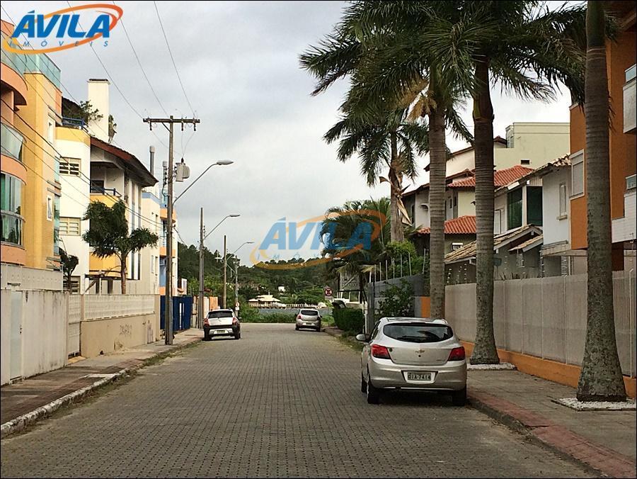prédio localizado em rua residencial, perto de cafés, farmácias, mercados, bancos, restaurantes, terminal urbano, etc. a...