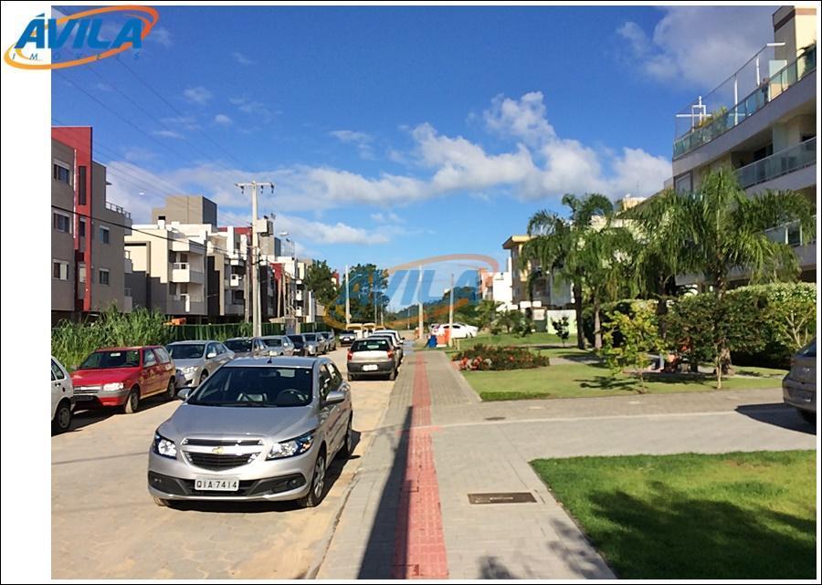 rua residencial, local privilegiado fica 10 minutos a pé da praia do campeche. fácil acesso a...