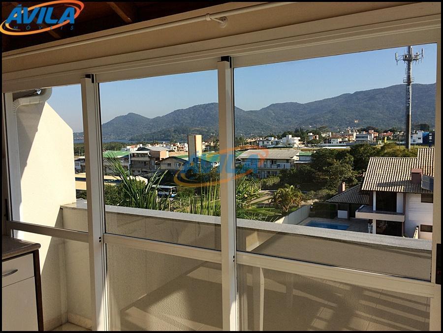 apartamento de cobertura com 2 dormitórios, vista para lagoa e montanha. na rua do terminal urbano...