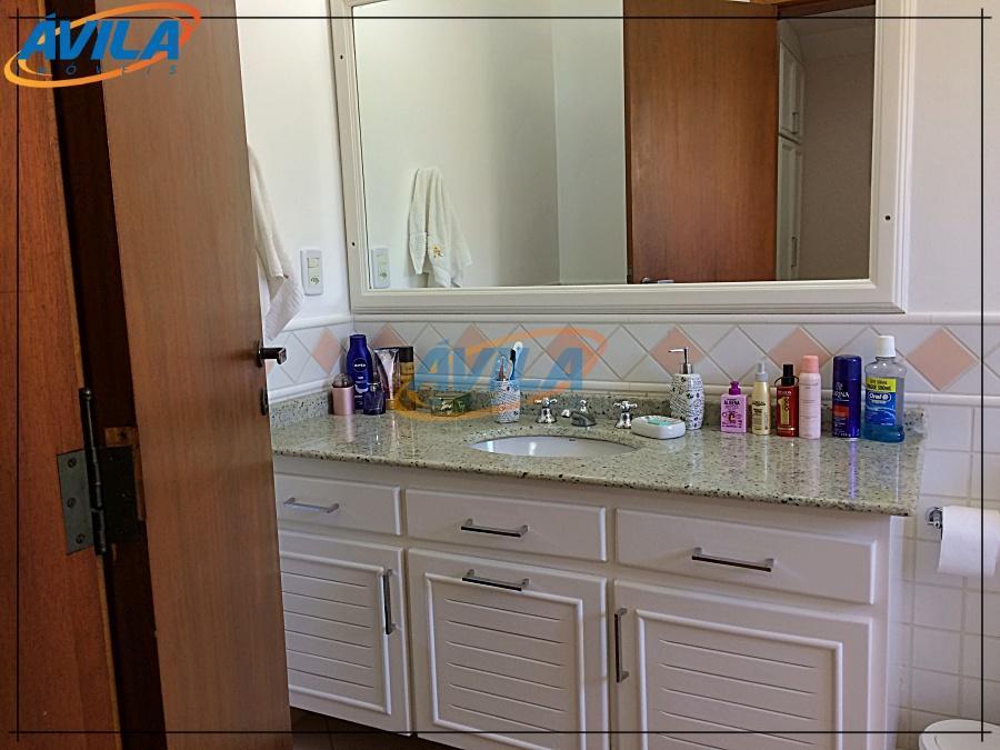 residência extremamente confortável, iluminada e aconchegante. um excelente projeto integrando área de lazer e social, lareira...