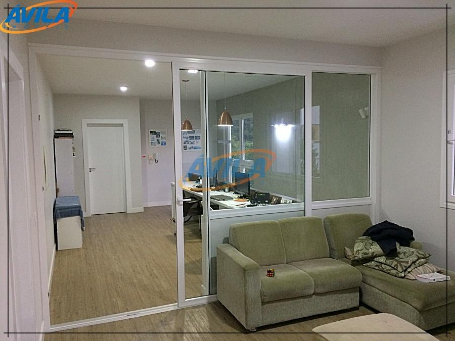 residência com projeto moderno de linha retas, espaçosa, amplos ambientes, integração social-lazer, com piscina, sauna seca,...
