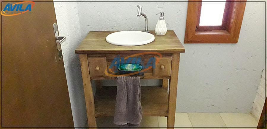 a casa possui três suítes, sendo uma delas com entrada independente, ideal para hóspedes. no térreo,...