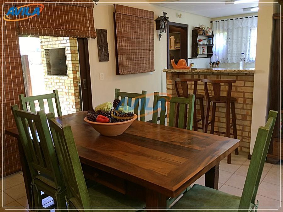 ótima casa perto da praia da barra da lagoa. residência alugada com móveis, lareira, churrasqueira e...