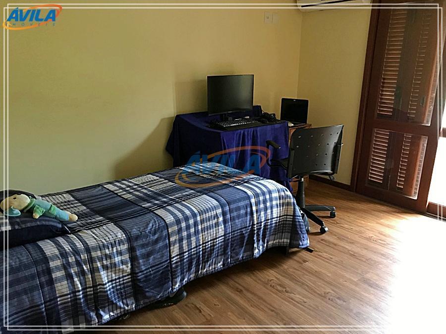 residência em condomínio fechado com portaria 24 horas. condo tem acesso a praia da joaquina por...