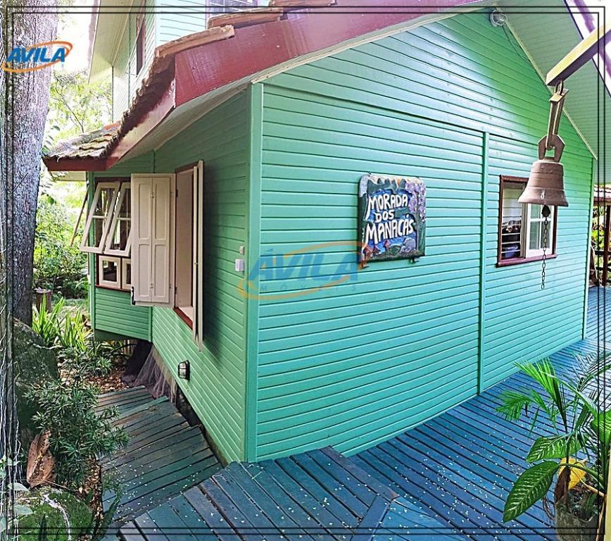 a casa encontra-se em local privilegiado e tranquilo em meio a natureza, em uma rua residencial...