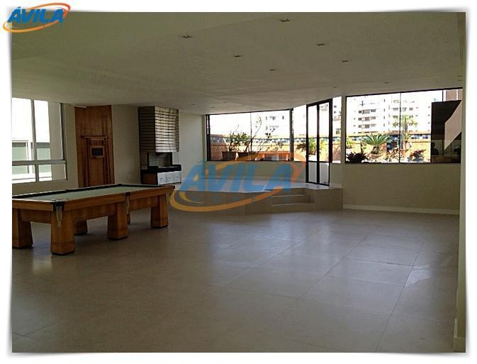 o prédio recentemente foi realizada uma grande reforma, especialmente na fachada, com a colocação de vidros...