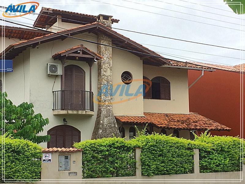 Casa bem localizada para clínica no Parque S. Jorge