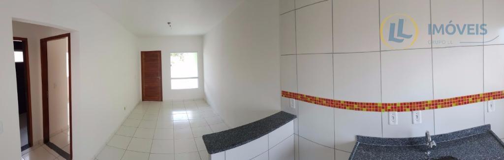casa com 2 quartos sendo uma suíte e excelente acabamento, próximo a supermercado, escolas e transporte...