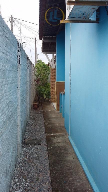 casa de esquina com 02 quartos, próximo ao residencial mora bem. perto de escolas, supermercados, farmácia...
