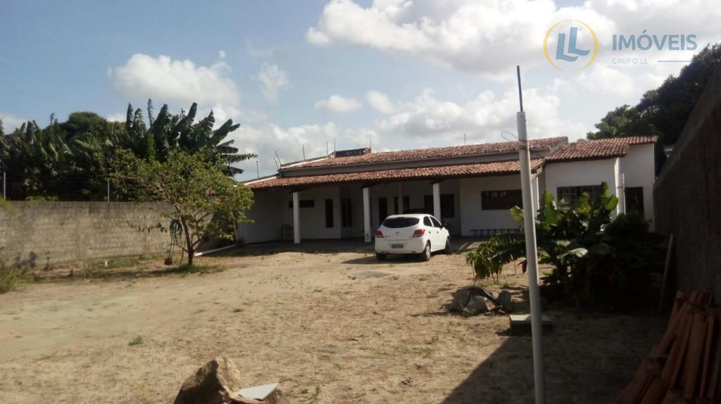 casa com 2 quartos, 1 suíte,sala de star, sala de janta, lavanderia,garagem coberta para 4 veículos...