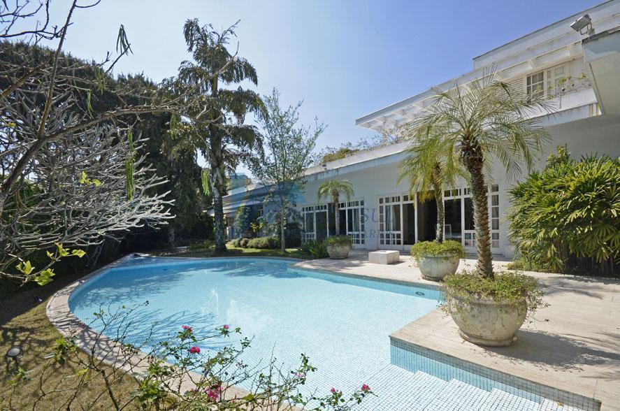Sobrado Alto Padrão - Jardim Luzitânia  - 04 suítes e 831 m² de área útil