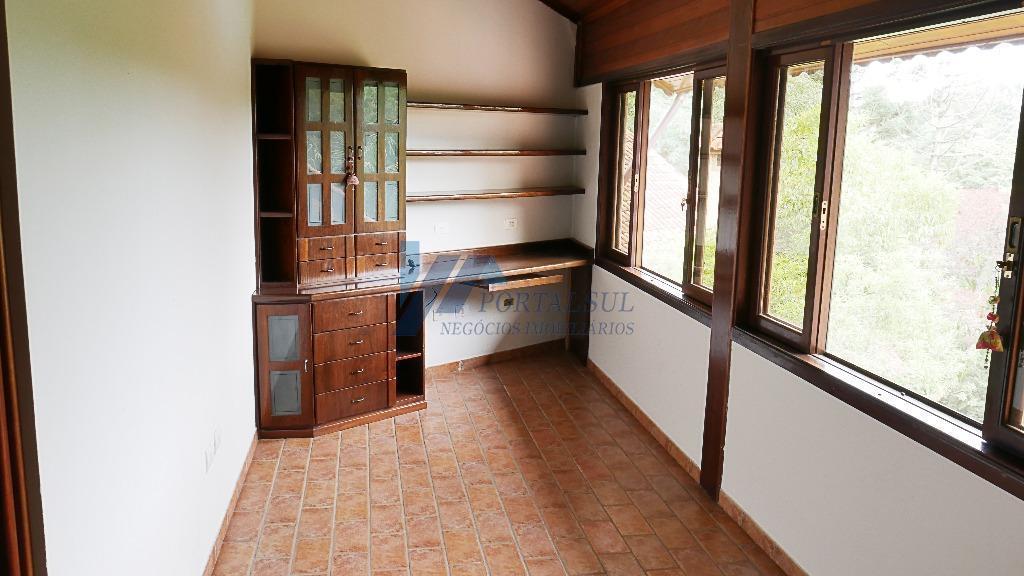 casa em condomínio fechado para venda em mairiporã, vinte minutos de são paulo. em ambientes amplos...