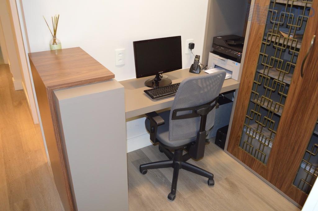 sala comercial montada e decorada com extremo bom gosto e requinte. pensada para ser um escritório...