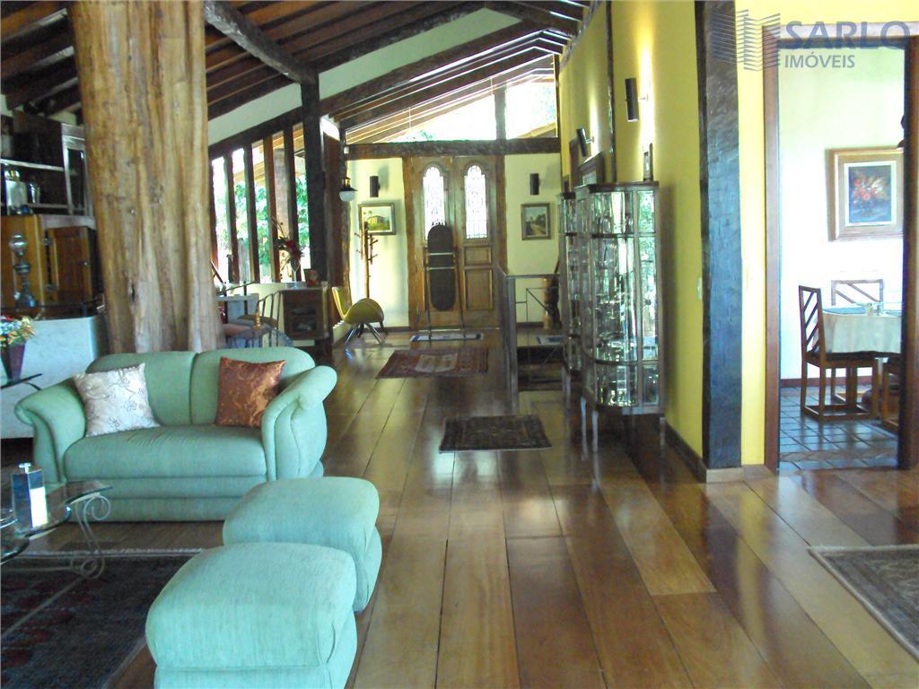 para quem procura espaço, conforto e tranquilidade.casa de 03 pavimentos com 600 m² de área construída...