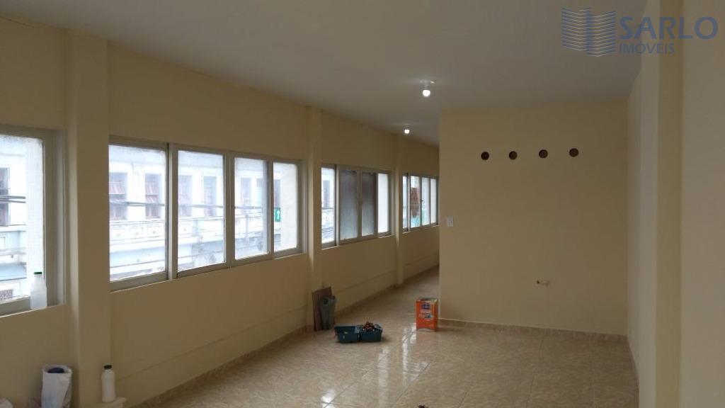 Sala ampla no Centro de Vitória