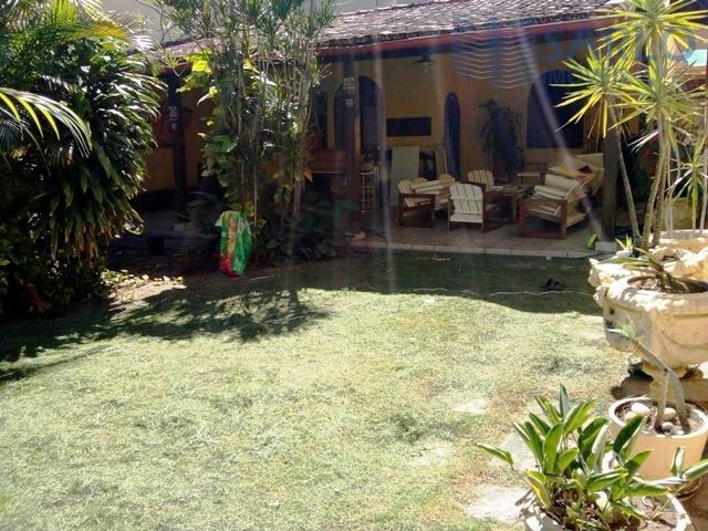 Casa comercial para locação com quintal jardim vários ambientes salas vagas de garagem na Praia do Canto Vitória ES