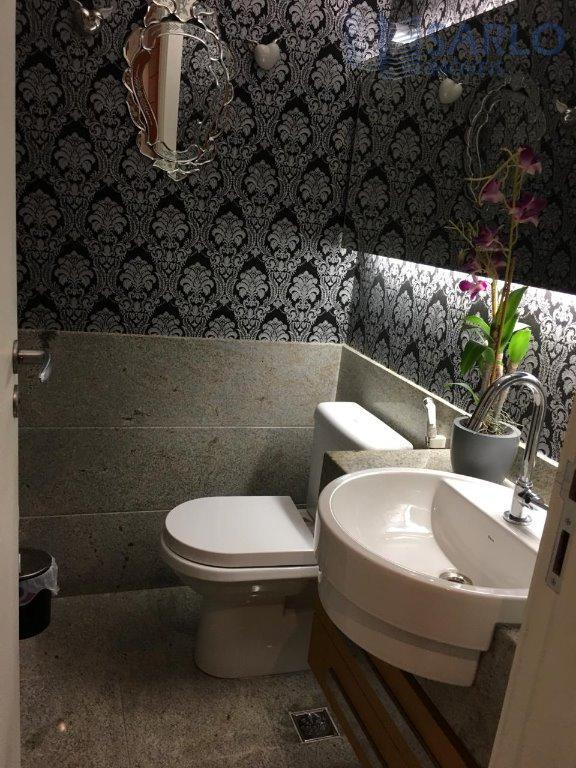 maravilhoso apartamento, finamente decorado, projetado por arquiteto renomado, possuindo armários em todos os ambientes, sendo de...