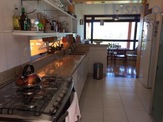 casa na ilha do boi maravilhosa, dividida em 4 pavimentos muito bem distribuídos, são 2 casas...