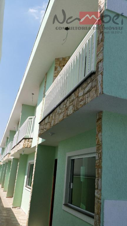 sobrado em condomínio com 02 dormitórios, sala, cozinha, wc, lavabo, área de serviço e 01 vaga...