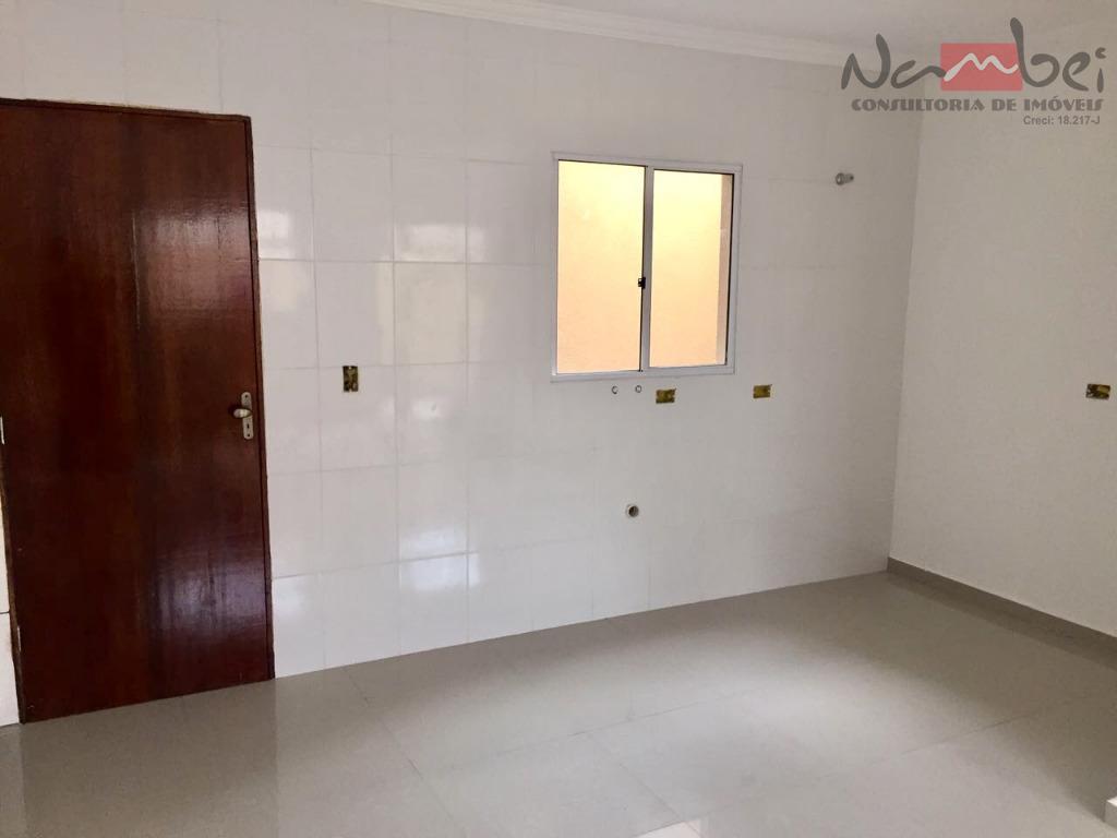 sobrado em condomínio novo com 02 dormitórios, sala, cozinha, lavabo, área de serviço e 01 vaga...