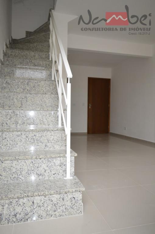 sobrado em condomínio com 02 dormitórios sendo 02 suítes, sala, cozinha, lavabo, área de serviço e...