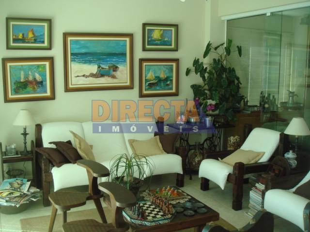 excelente casa, com 387 metros quadrados, próxima da avenida dos buzios e da praia, aproximadamente 200...