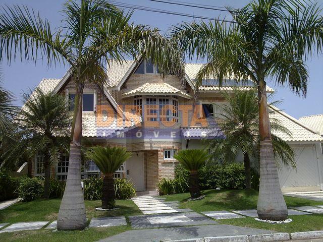 Casa em Jurerê Internacional construida em 2 terrenos, próxima ao Amoraeville e Open Shopping