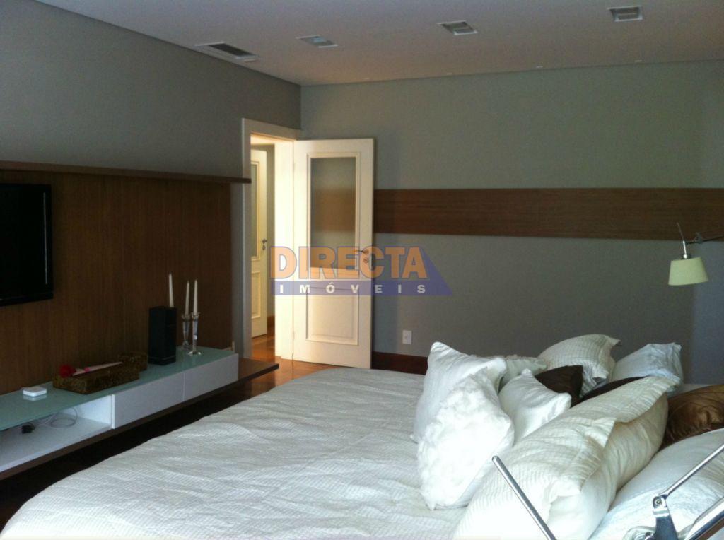 excelente apartamento,localizado em jurere internacional, a 80m do mar,em área nobre.possui 5 dormitórios sendo 4 suítes...