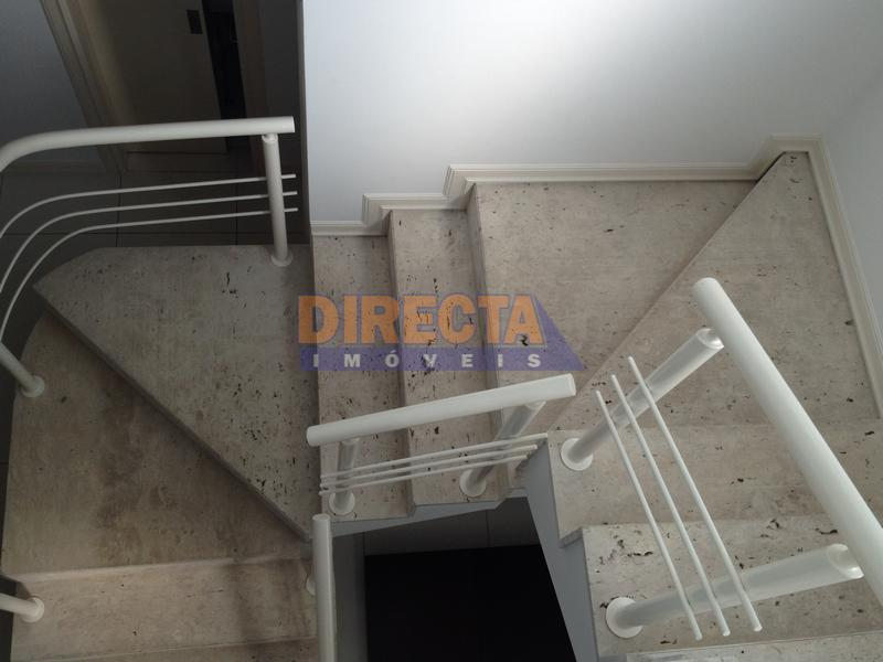 casa à venda, localizada à 200 m do mar de jurerê internacional, na avenida principal do...