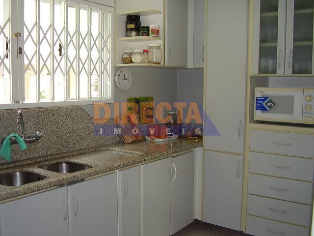 bela residência, muito bem localizada com estrutura comercial no entorno, a casa tem 07 dormitórios (sendo...