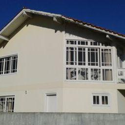 casa mobiliada, a uma quadra do mar! terrenos na proximidade, na mesma distância do mar, com...