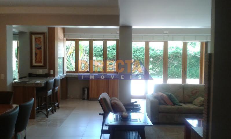 casa de altíssimo padrão, sendo 3 suítes, sala de estar, copa, cozinha,lavanderia, dependência de empregada, piscina,...