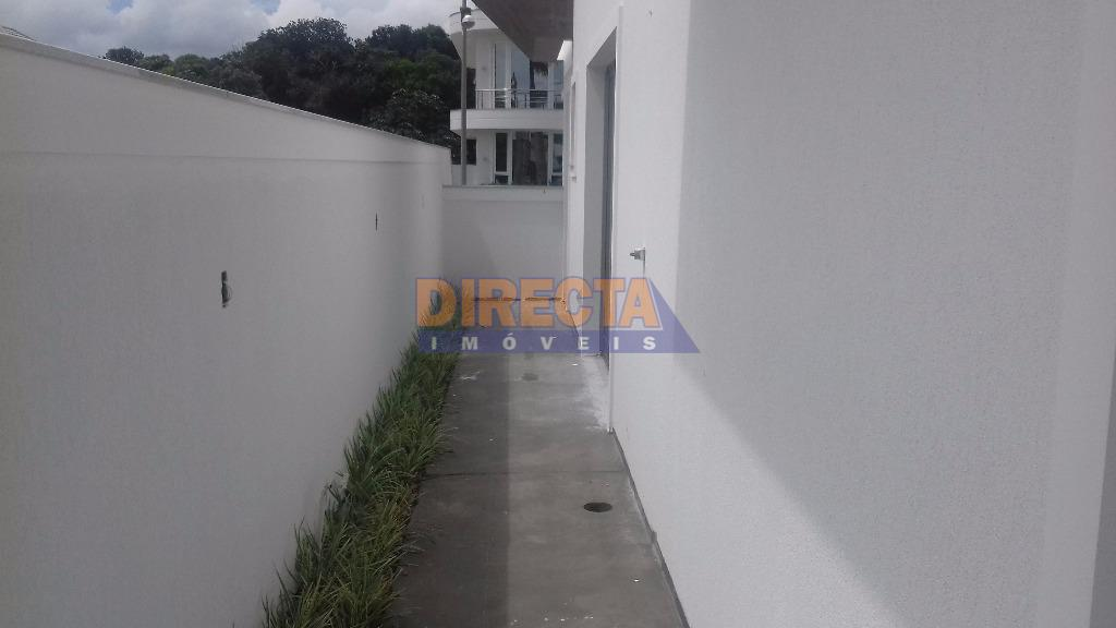 residência em alvenaria com três pavimentos - área total : térreo: 211,26 m².subsolo: 168,33 m².p. superior:...