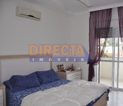ótima residencia em jurerê, aproximadamente 250 metros do mar!!!!! são 4 dormitórios sendo 3 suítes no...