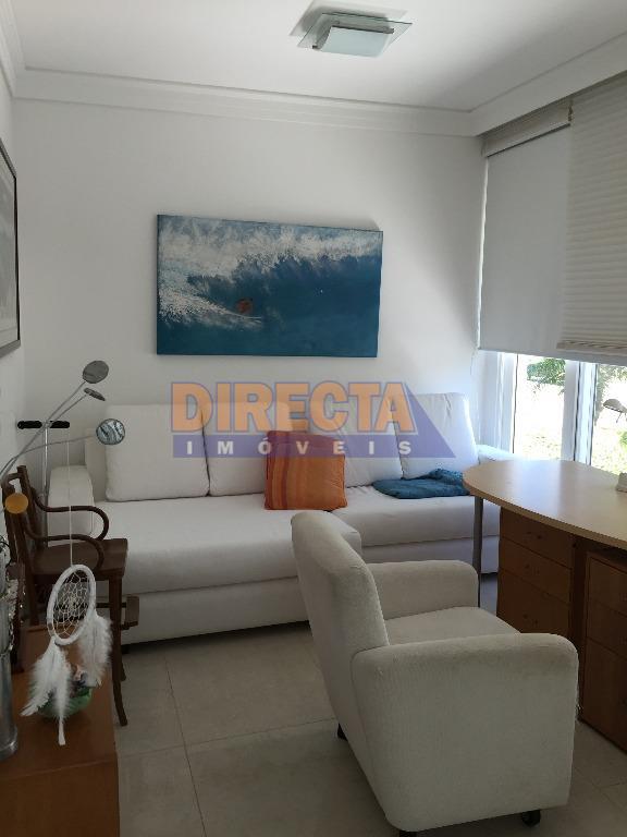 incrivelmente bela, residência feita com primor, peças amplas e arejadas, área íntima muito bem planejada, tendo...