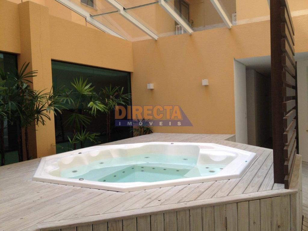 excelente oportunidade em jurerê intrenacional!!!! apartamento seminovo, ensolarado, com área total de 216,28 m2. possui 3...