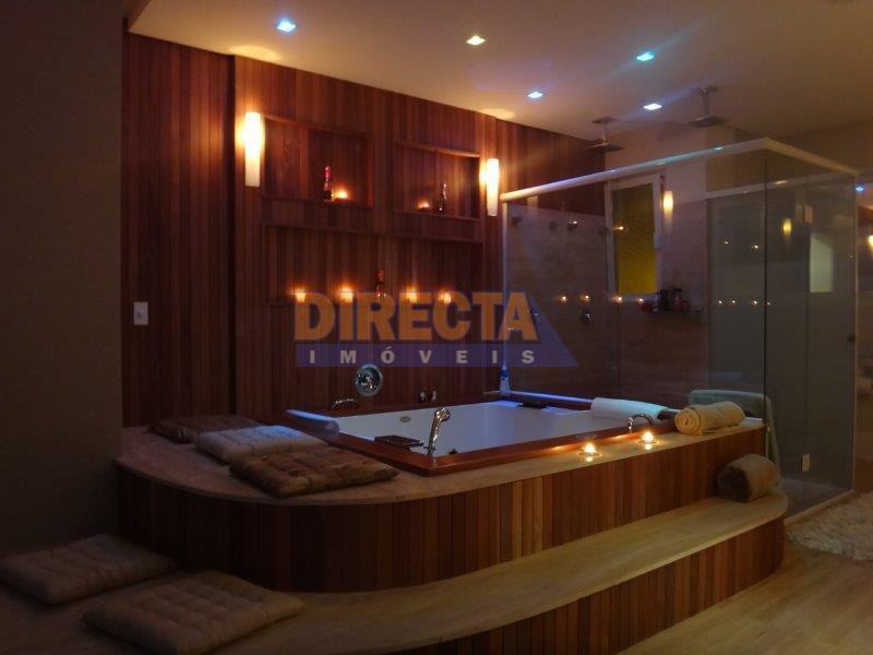 magnífica residência!!!! localizada no residencial amoraeville, área nobre da praia de jurerê internacional, com estrutura de...