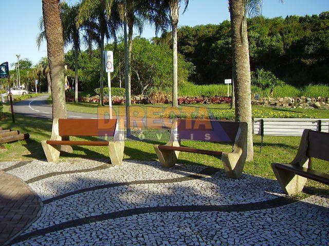terreno muito bem localizado na praia de jurerê internacional, perfeito tanto para moradia quanto para veraneio....