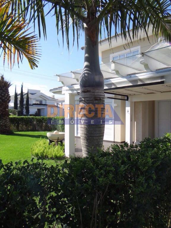 belíssima casa em jurerê internacional, muito bem localizada, próxima do mar, bastante privacidade, finamente mobiliada, perfeita...