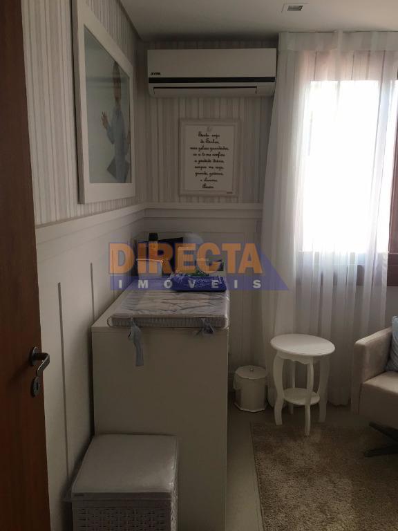 linda casa em jurerê, totalmente mobiliada com 4 dormitórios sendo 01 suíte, 4 banheiros, lavabo, garagem...