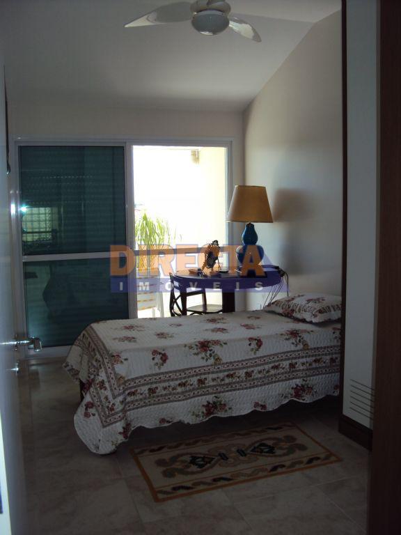excelente casa de 3 dormitórios na rua jurerê tradicional, perto de escola e comércio, em meio...