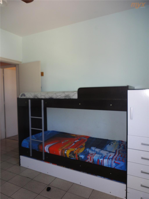 ótimo apartamento no centro de são vicente, próximo a faculdade, escolas, mercados, padarias. 1 apartamento por andar...