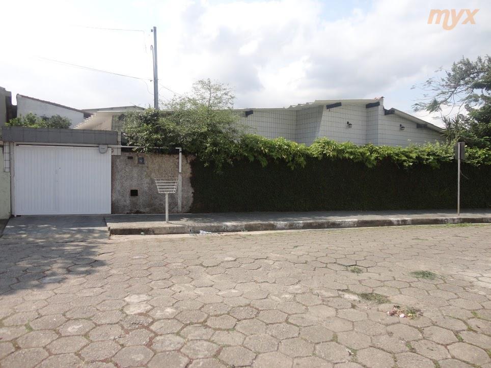 piso frio, sala p/ 2 ambientes, cozinha ampla, área de serviço, casa térrea, garagem p/ 2...