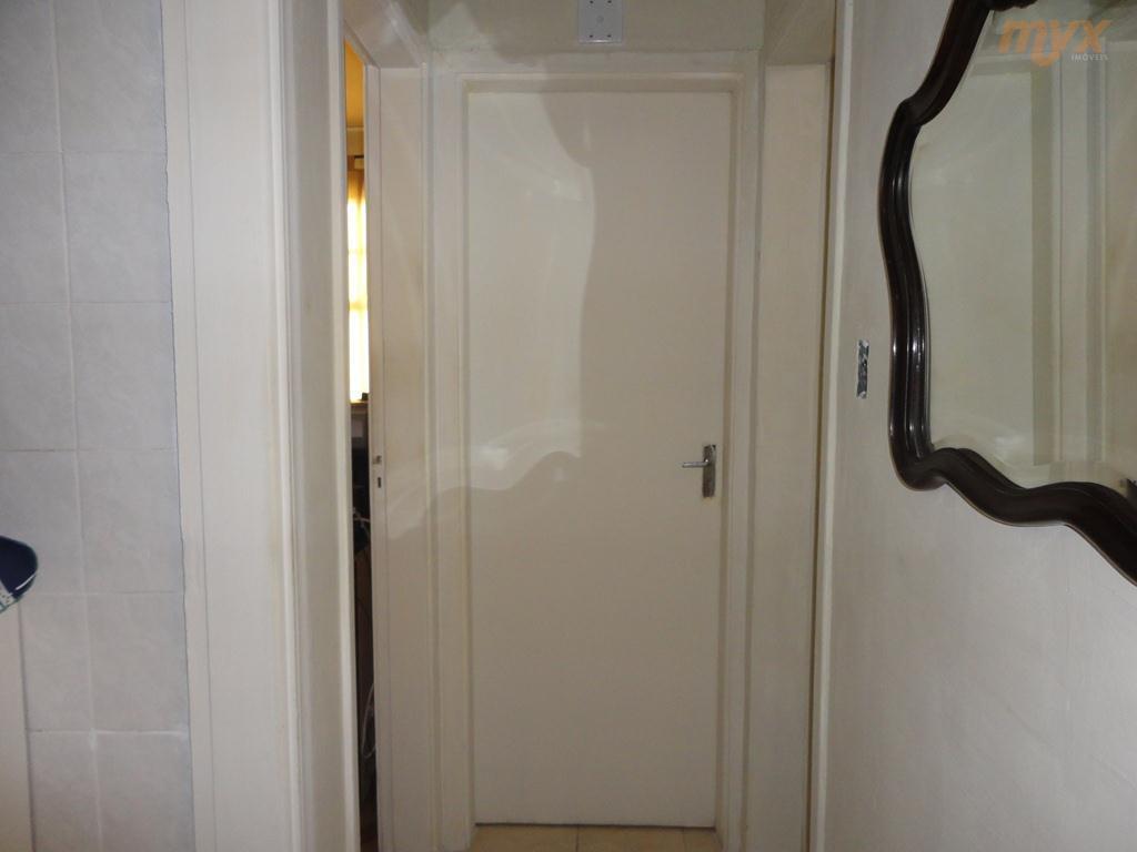 excelente localização no gonzaga - 2 dormitórios, prédio de 3 andares (este apto fica no primeiro...
