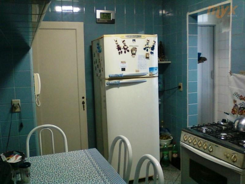 apartamento de 03 dormitórios; 95m²;wc de empregada; armário embutido na cozinha. ótima localização;próximo de comercio;transporte e faculdade.