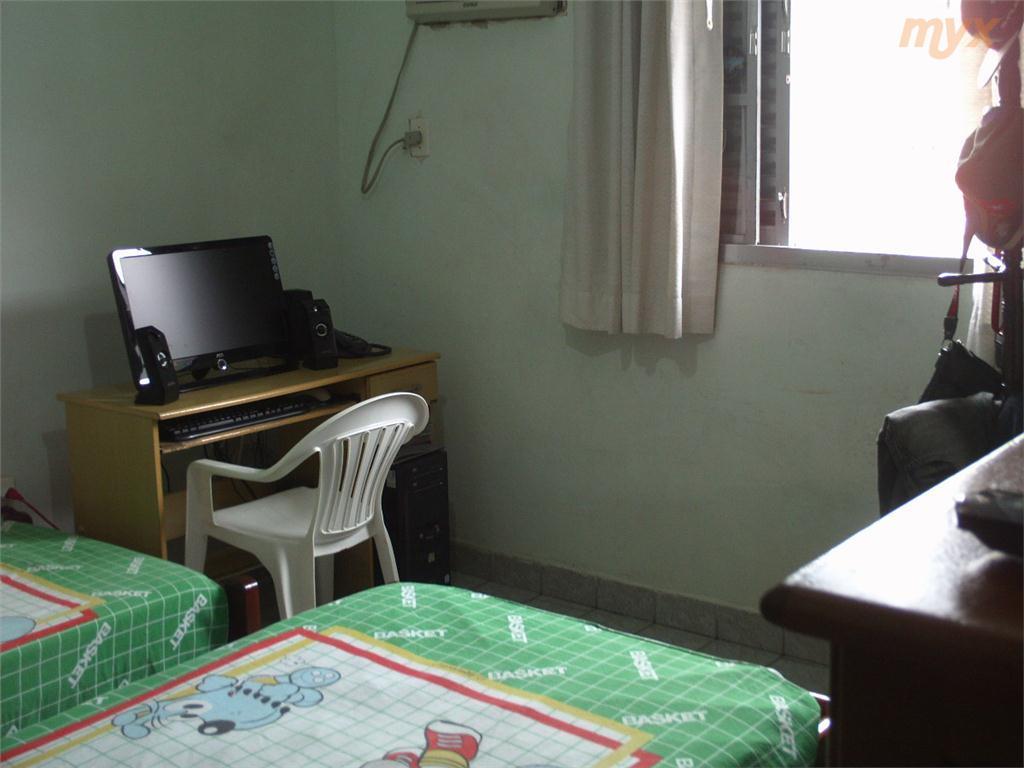 sobrado com sala;cozinha;área de serviço;wc de empregada na parte inferior;na parte superior:2 dormitórios,com wc social,não tem...