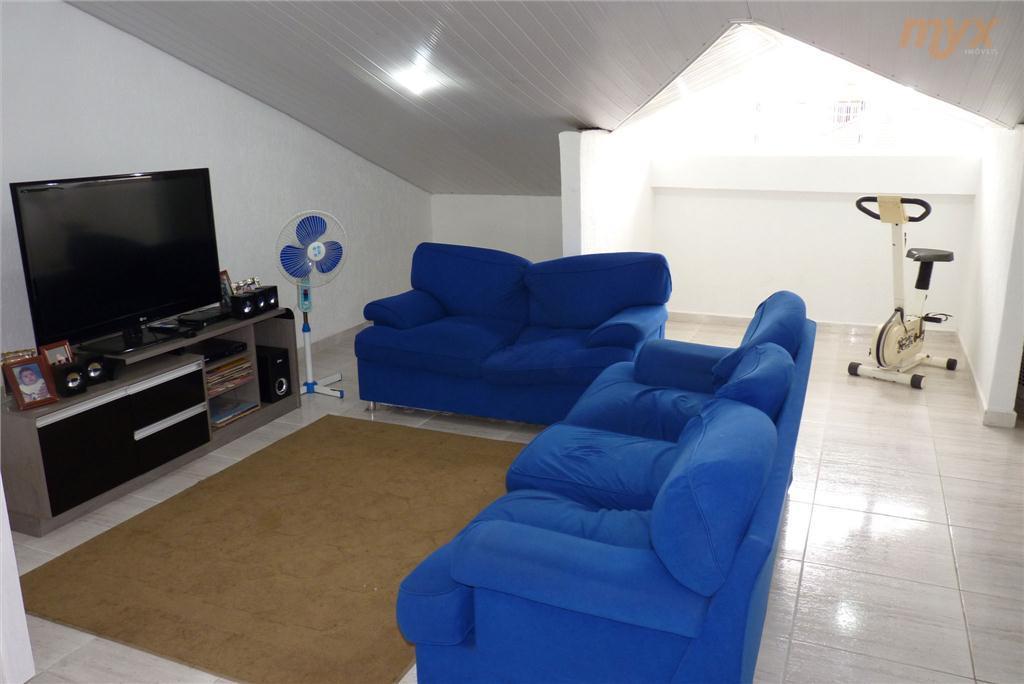 quintal c/ churrasqueira e lavanderia;2 vagas de garagens ou 3 carros pequenos;salão habitável com cerca de...