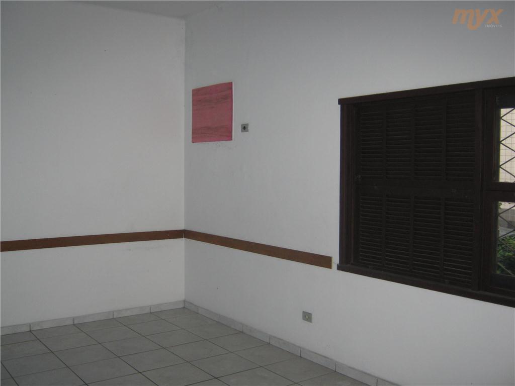 sobrado todo piso frio com 16 salas ,2 conjuntos de sanitários; 5 vagas de garagem,instalações ideais para...