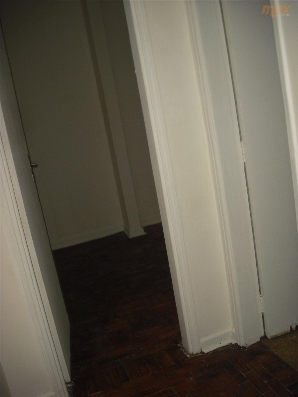 prédio de 3 andares s/ elevador,apartamento no 3°andar,sala p/1 ambientes,2 dormitórios grandes,1 wc,área de serviço,piso todo...